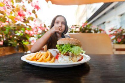 Η παχυσαρκία παιδική- εφηβική έχει πολυπαραγοντική αιτιολογία και αποτελεί χρόνια νόσο, αναγνωρισμένη από πολλές επιστημονικές εταιρείες.